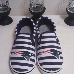 Patriots emblem, women's slip on shoes, Sz 7